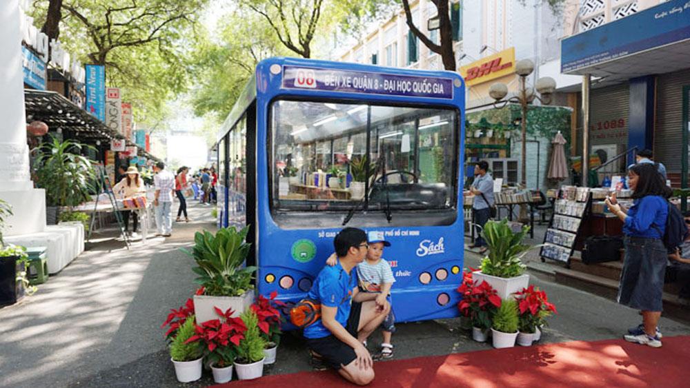 TP Hồ Chí Minh ra mắt xe buýt sách